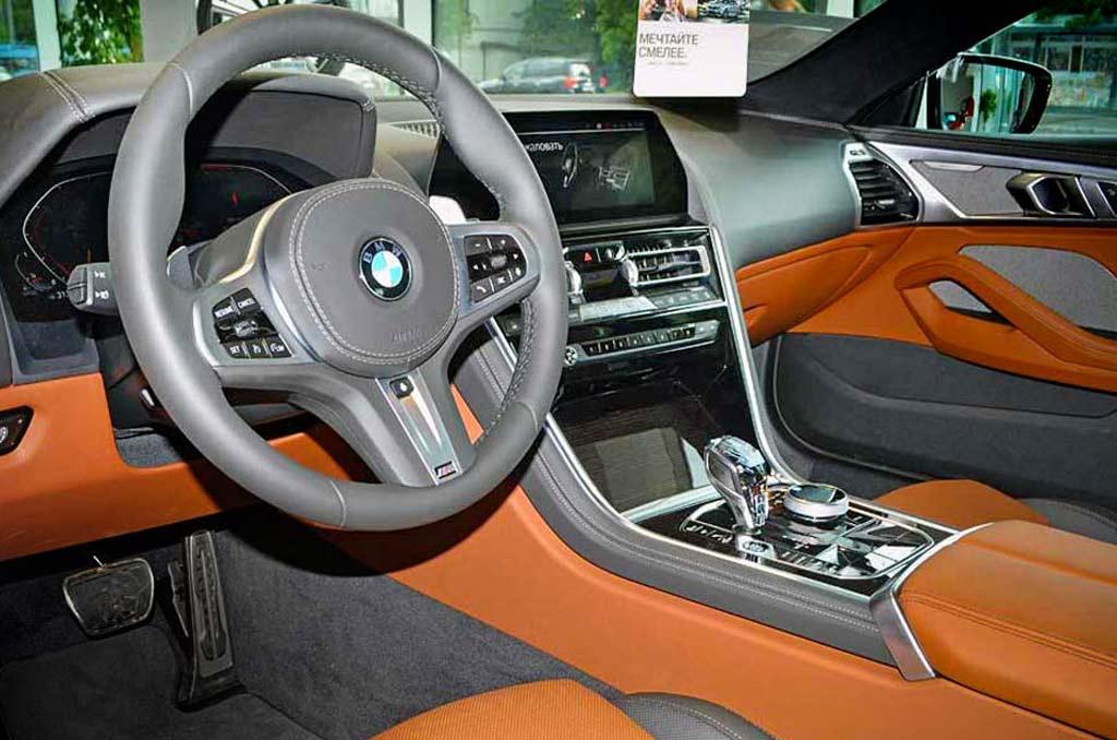 BMW 840d вид со стороны водителя
