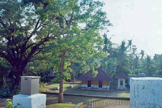 Thacholi Manikoth Temple Othenan