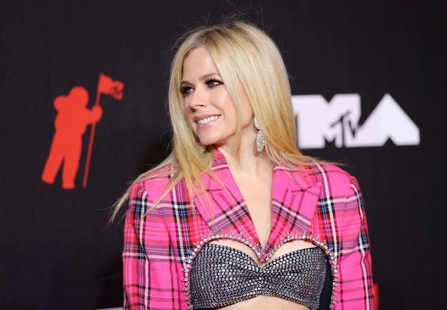VOGUE: El regreso por todo lo alto de Avril Lavigne a los VMA
