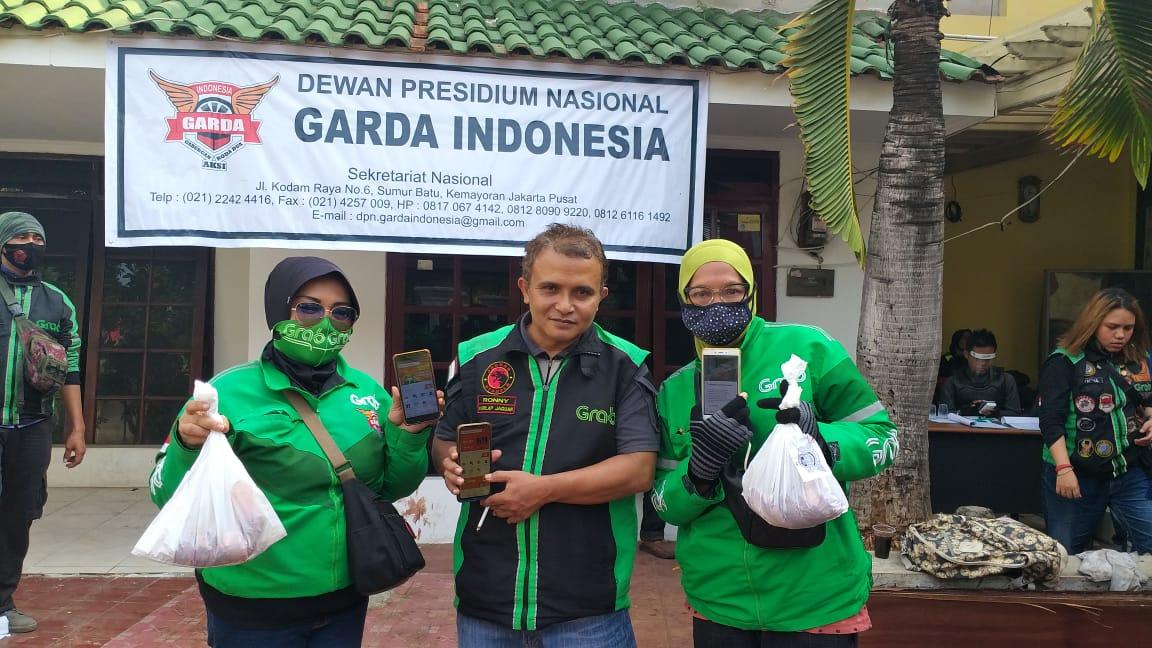 Garda dan Tekab Indonesia Bagikan Daging Kurban Kepada 571 Driver Ojol Secara Online