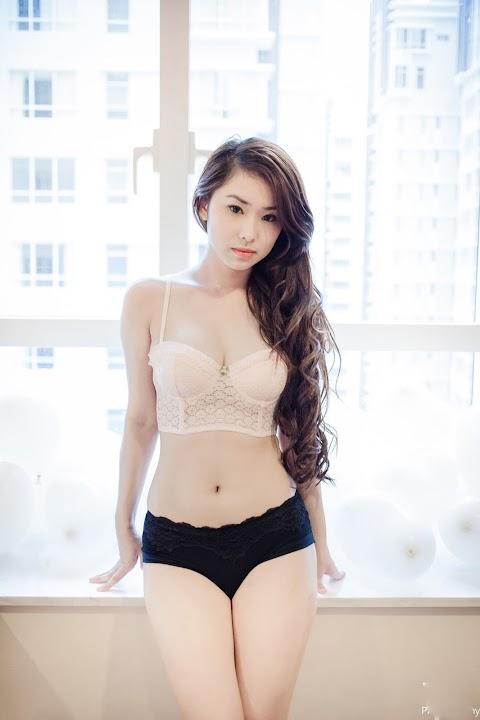 Người Mẫu Bikini Xinh Xắn