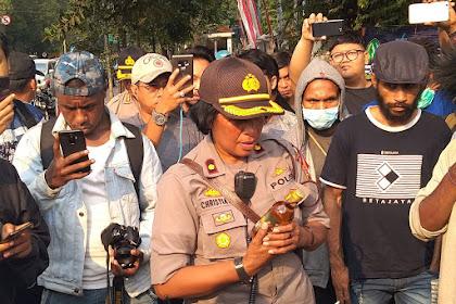 Polisi Berikan Miras kepada Mahasiswa Papua Saat Aksi, Pendemo: Ini Penghinaan!