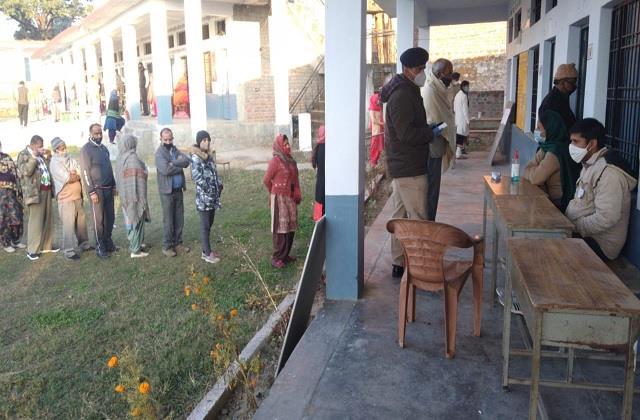 हिमाचल में अंतिम चरण का मतदान जारी, 1137 पंचायतों का होगा फैसला