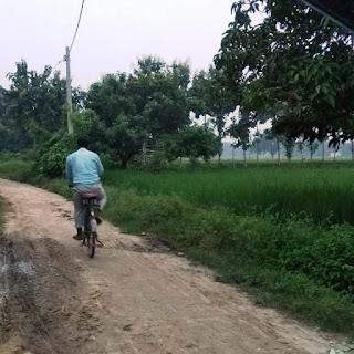 तीन किमी सम्पर्क मार्ग निर्माण में मानक की अनदेखी | #NayaSaberaNetwork