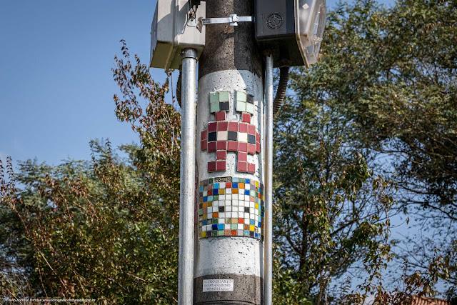 Um mosaico no poste