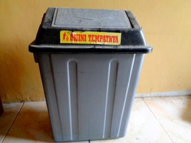 Tempat Sampah dalam Ruangan Rumah
