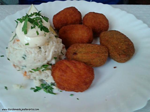 Croquetas caseras con ensaladilla - Restaurante La Pandorga