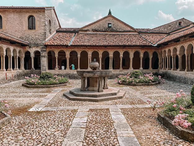Colline del Prosecco: abbazia e chiostro follina