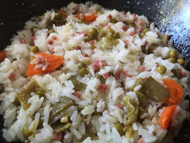 Arroz jazmín con verduras y jamón