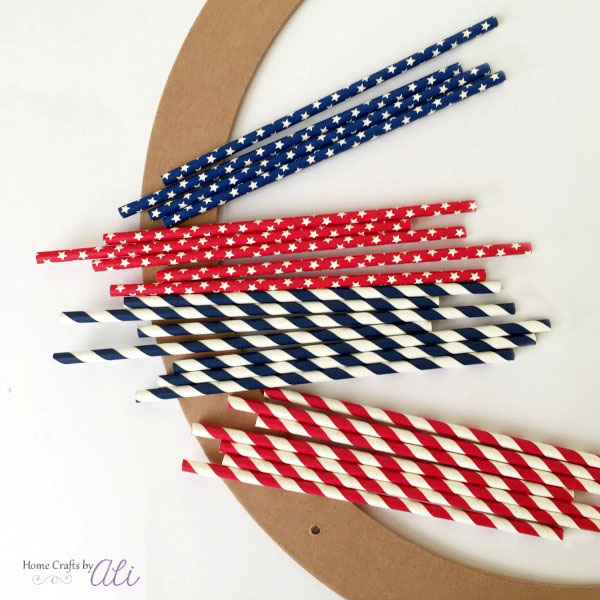 craft supplies to make a paper straw 4th of July wreath