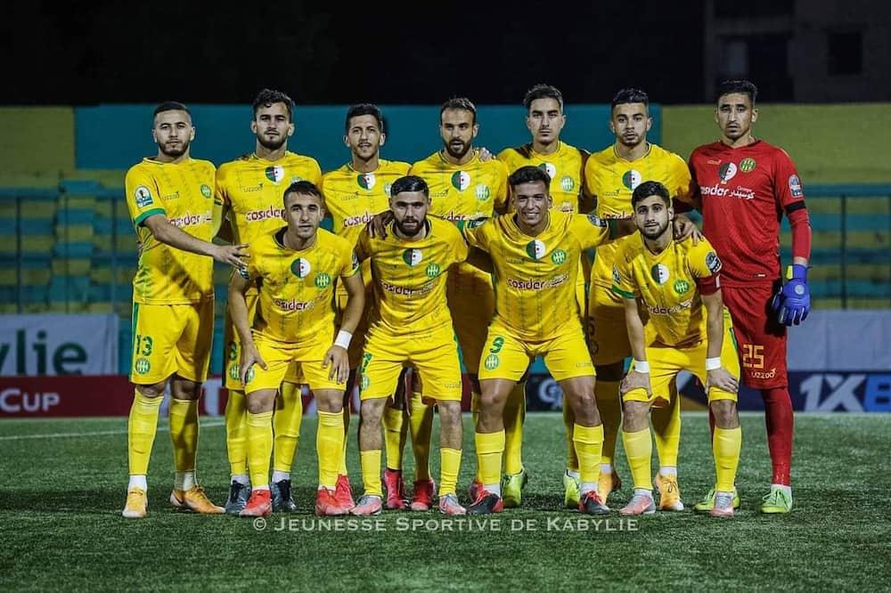 كأس الكونفدرالية الإفريقية: التعادل يحسم مواجهة شبيبة القبائل و نهضة بركان المغرب