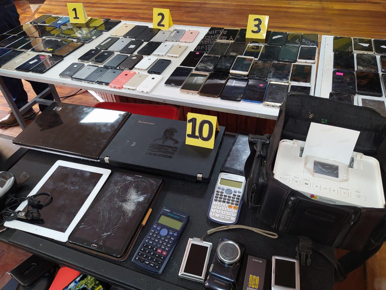 Decenas de celulares robados a sus dueños eran comprados y revendidos por el antisocial / ÁNGEL SALAZAR