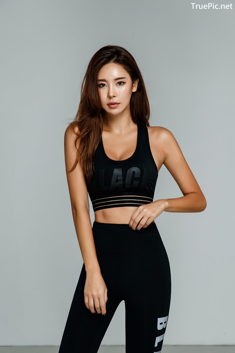 Image-Korean-Fashion-Model-Park-Da-Hyun-Celebrity-Black-Indoor-and-Outdoor-Fitness-Set-TruePic.net- Picture-5