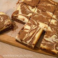http://www.bakingsecrets.lt/2015/03/brauniai-su-kreminiu-suriu-cheesecake.html