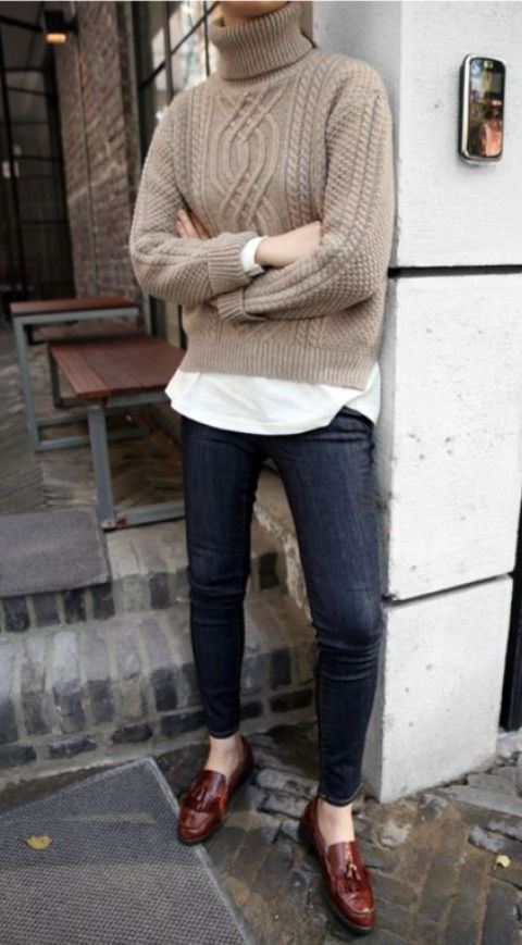 simple office outfit_skinnies + brown loafers + knit sweater + white tee