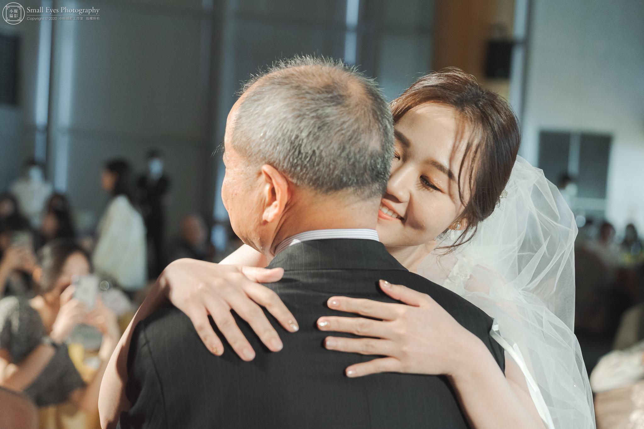 小眼攝影,傅祐承,婚禮攝影,婚攝,婚禮紀實,婚禮紀錄,台中,裕元花園,酒店,擁抱,父女