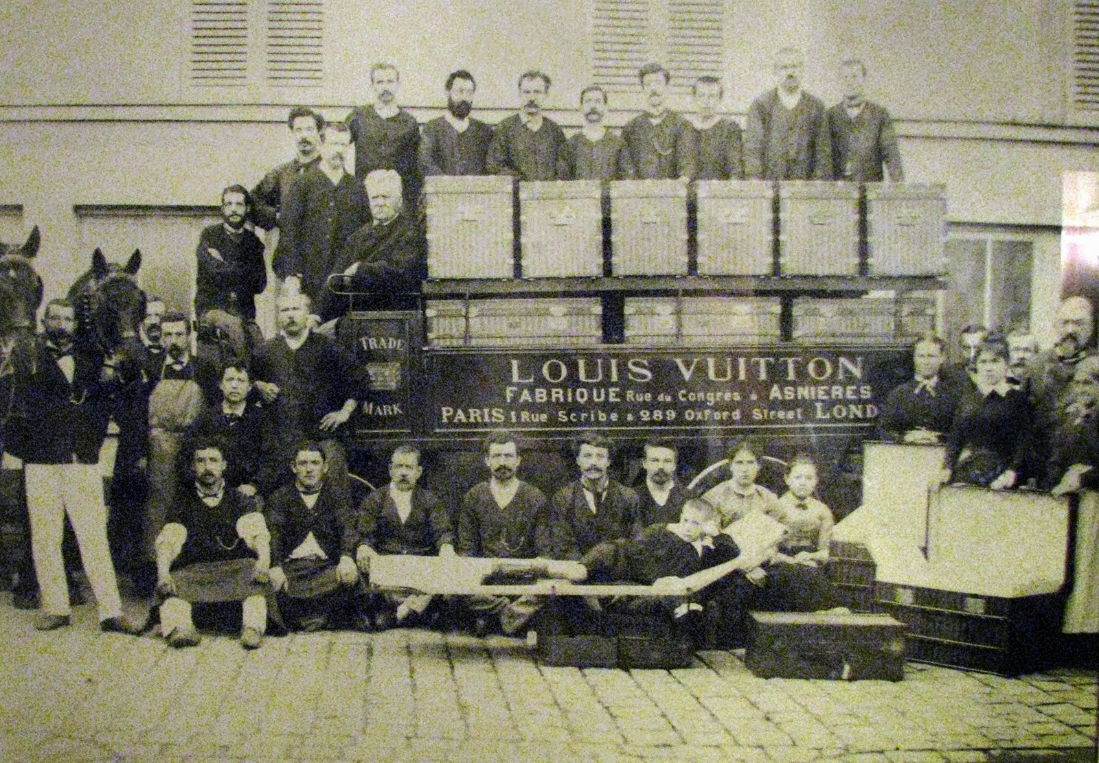 louis vuitton the history and the iconic canvas the perks of mollie quirk. Black Bedroom Furniture Sets. Home Design Ideas
