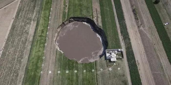 Μεξικό: Μυστήριο με τεράστια τρύπα στη μέση του πουθενά