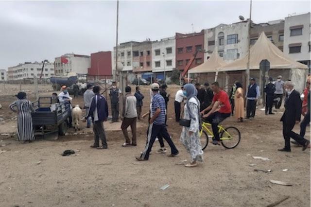 """سكان الحي الحسني يطردون """"تجار الأضاحي"""" بالحجارة"""