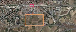 Foto aèria on s'indica l'estació, en vermell, i el rectagle de sòl urbanitzable de 20ha, en groc.