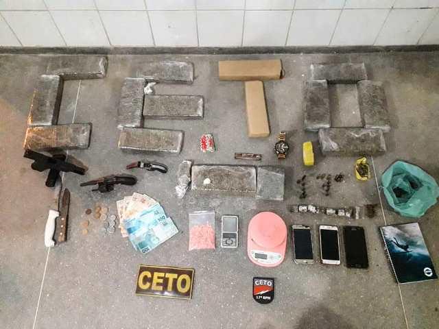 Polícia Militar apreende maconha, hecstasy e armas de fogo, em Guanambi
