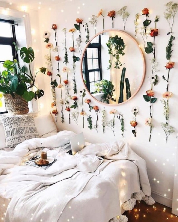 Love the plantastic design of that wall in this cozy bedroom- design addict mom