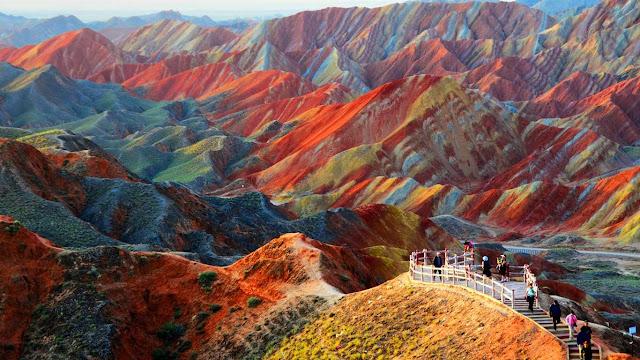 bukit pelangi di Zhangye Danxia National Geographic cina yang menakjubkan