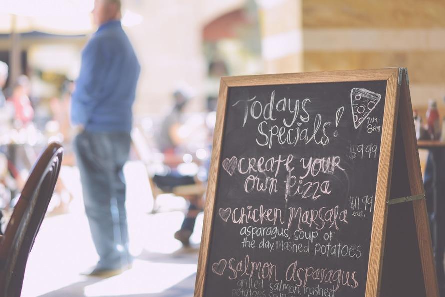 Hasil gambar untuk 5 Tips Cara Menarik Pelanggan Agar Setia Di Restoran Anda
