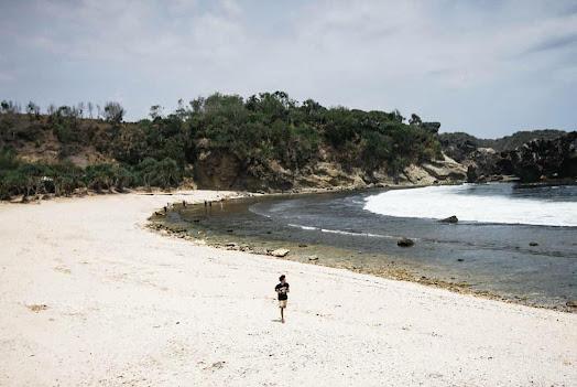 Pantai Jungwok, Surga Tersembunyi Bagi Pecinta Camping