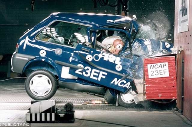 Mayat Ditabrakkan dalam Mobil