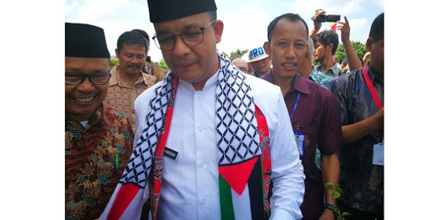 Kenakan Syal Bendera Palestina-RI, Anies Dukung Sikap Tegas Jokowi