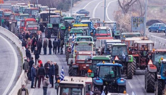 Άρχισαν διώξεις για να σπάσουν τα μπλόκα των αγροτών