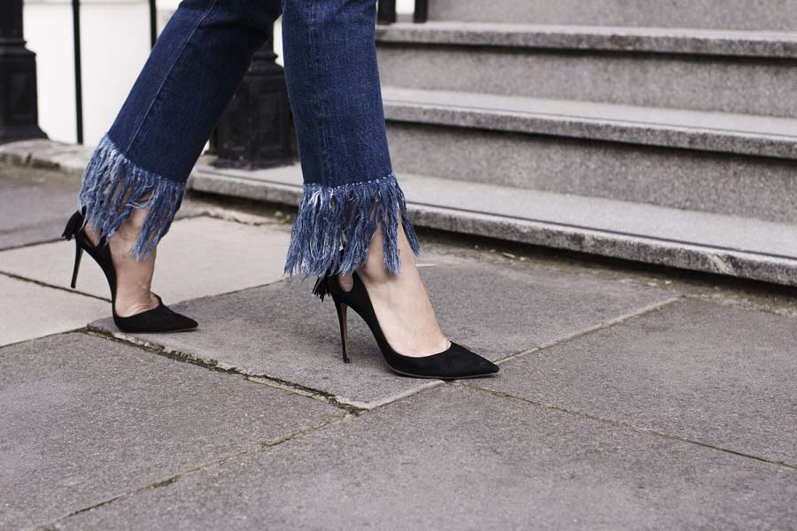 Tendência: Calças Jeans com a Barra Desfiada