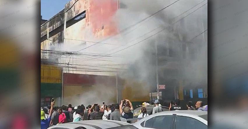 INCENDIO EN EL CENTRO DE LIMA: Siniestro afecta galería ubicada al costado del edificio Nicollini, altura de la Plaza Unión [FOTO - VIDEO]