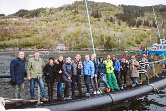 """Die kleine """"Reisegruppe"""" bei der Aquakultur"""