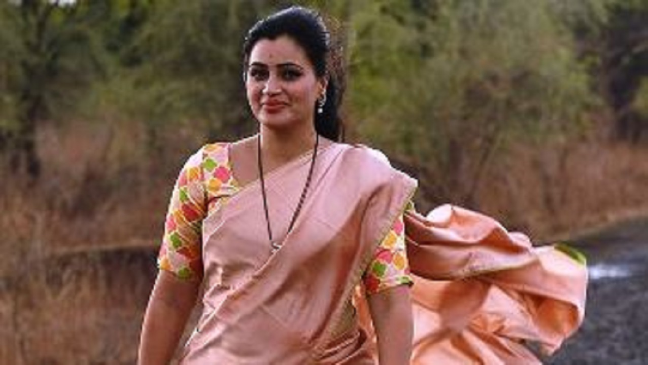 Ban on order cancellation of caste certificate of MP Navneet