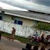 Vídeo: Homem é visto andando nu no centro de Sena Madureira.