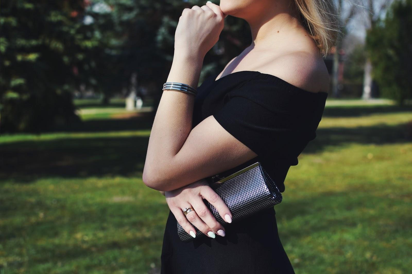 Czarna sukienka retro