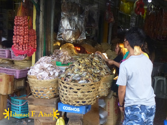 Buyers of danggit and other dried seafood in Taboan Market, Cebu City