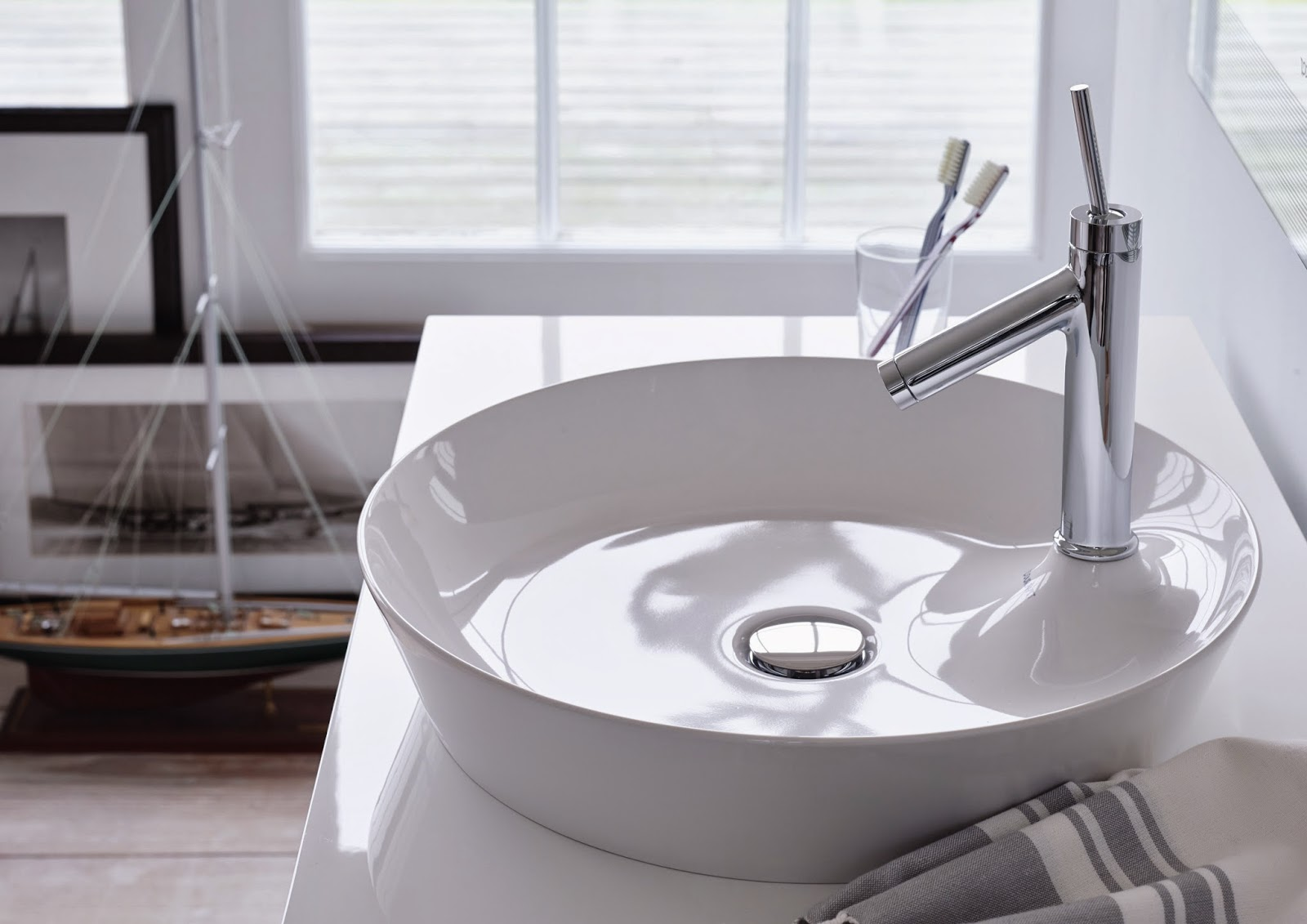 philippe starck 39 s cape cod collection by duravit soak in. Black Bedroom Furniture Sets. Home Design Ideas