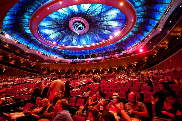 """Como é o palco do show """"O"""" em Las Vegas"""