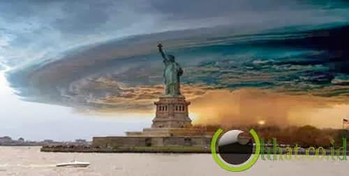 Gulungan awan diatas patung Liberty