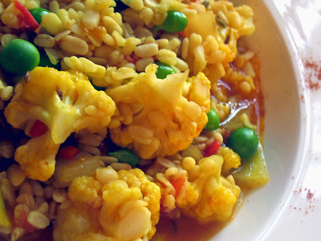 Indian urad dal cauliflower peas