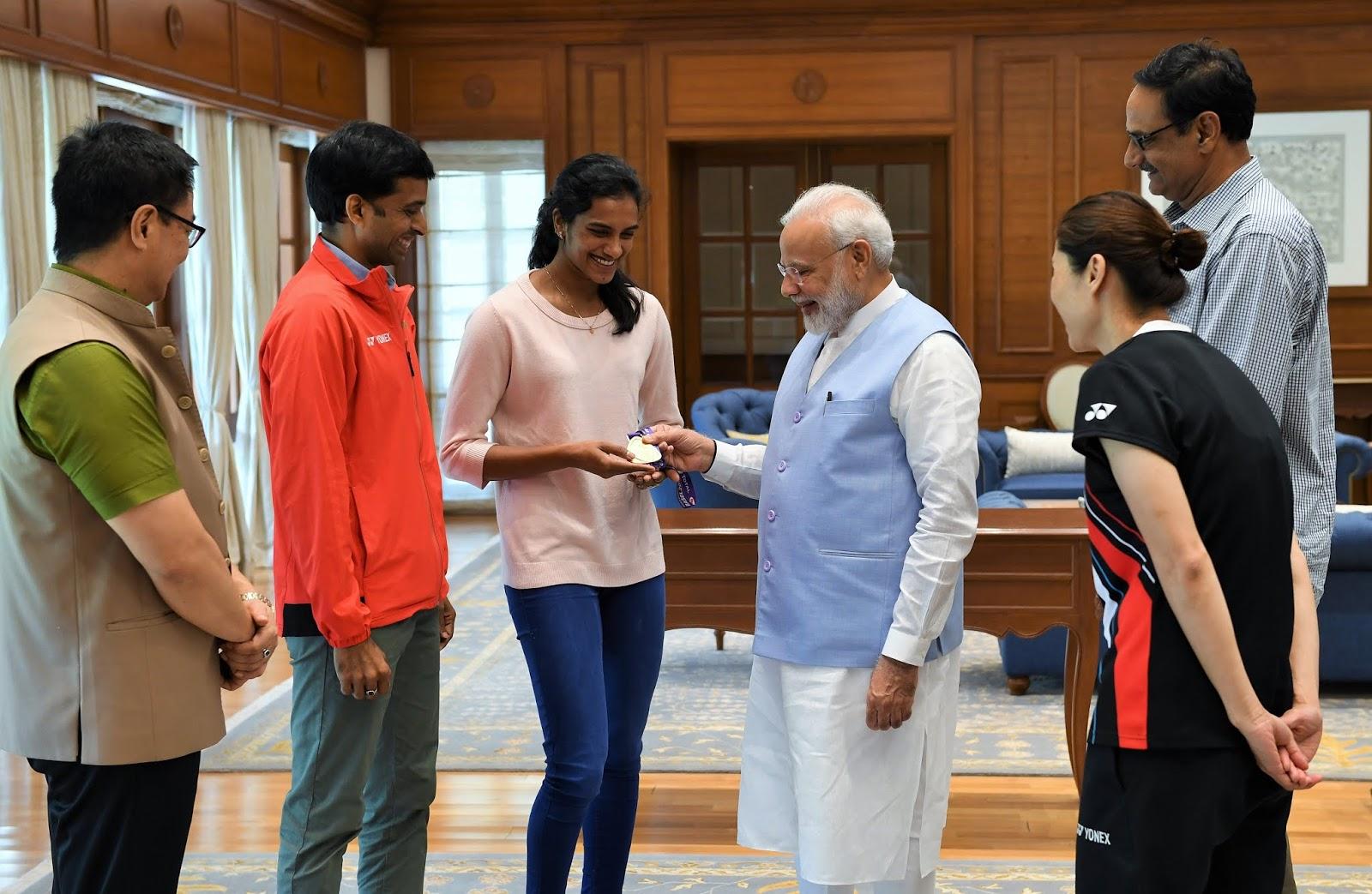 मोदी से मिलीं वर्ल्ड चैंपियन सिंधु, आप देश की शान हैं : मोदी