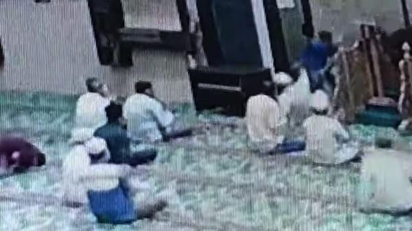Pisau Bengkok dan Cerita Imam Masjid di Pekanbaru soal Penusukan