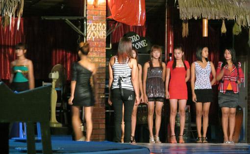 Myanmar Model Girls Photos at night in Yangon