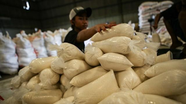 Jokowi Ungkap Kelangkaan Gula di 30 Provinsi, Mendag Sebut Ada BUMN yang Main