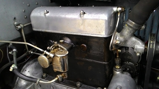 Двигатель ретро-автомобиля
