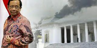 Rocky Gerung: Mahfud MD Sedang Menyiapkan Pintu Darurat karena Istana Berasap