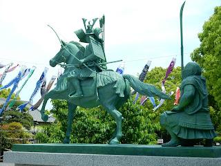義経と弁慶の像